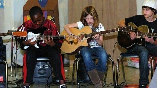 kids-playing-guitars