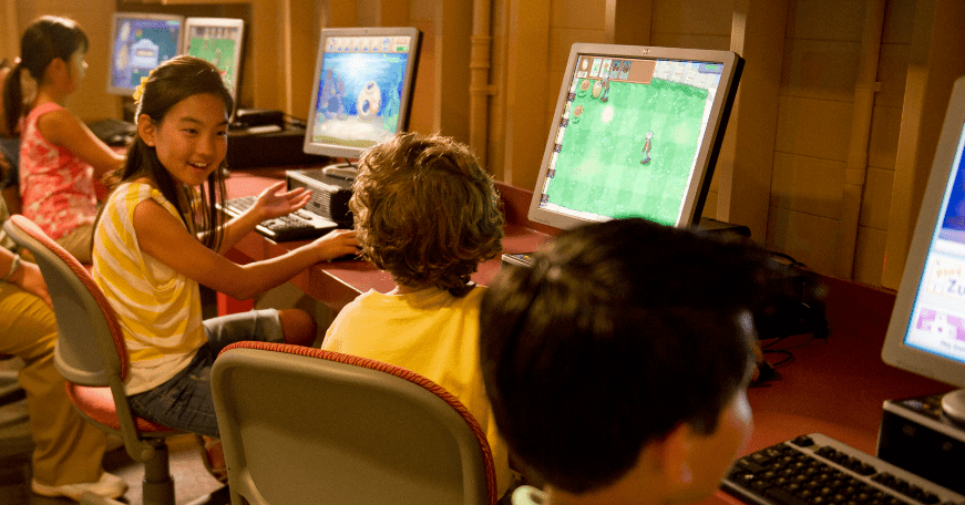 children at computer