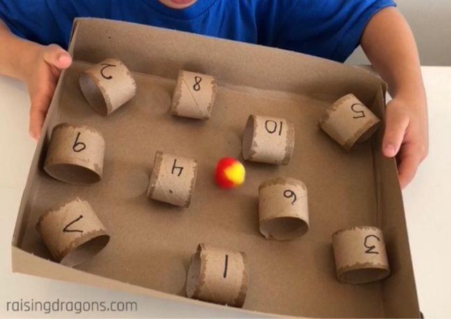 Activités en carton élevant des dragons