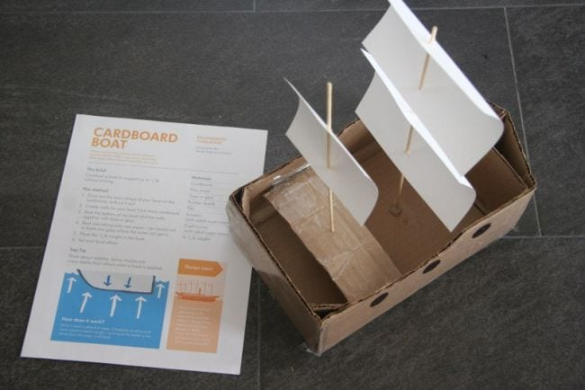 Les activités en carton enseignent l'ingénierie aux enfants