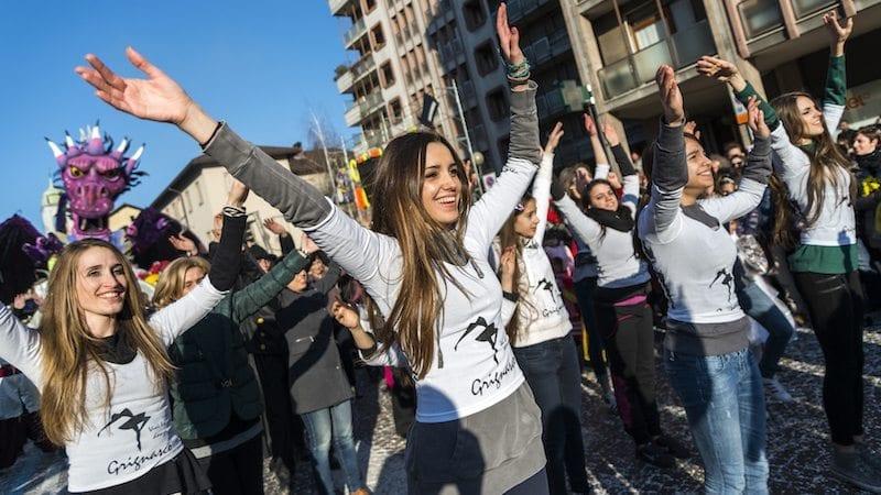 9 Awesome School Flash Mob Videos