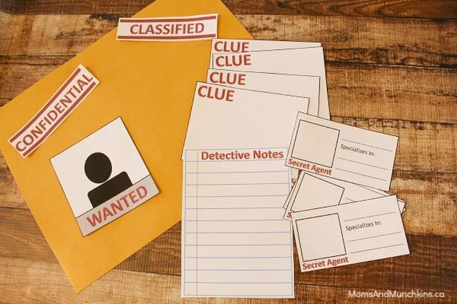 Detective kit with clue cards, detective notes, and manila envelope (Introduce Yourself to Students)