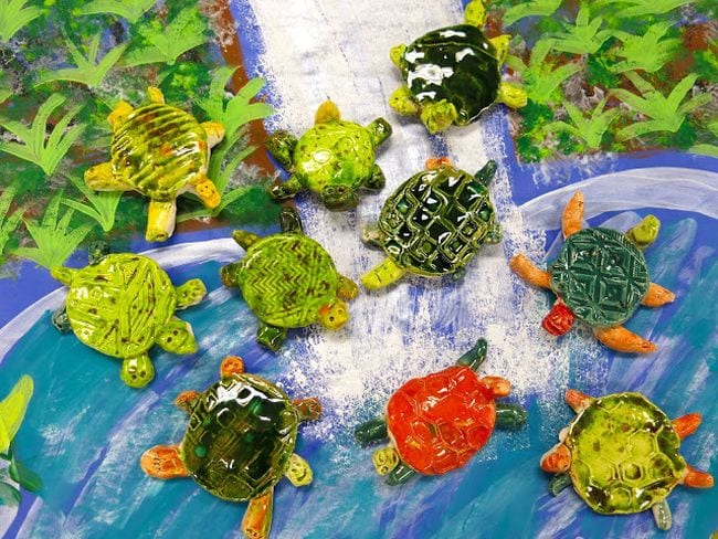 Small simple turtles made from clay and shiny glaze (Kindergarten Art)