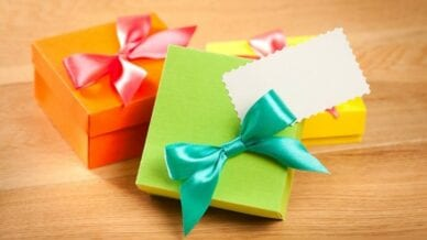 Gift wrapping summer theme
