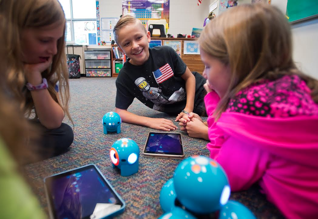 Kids work with Dash and Dot - Getting Started WIth Coding