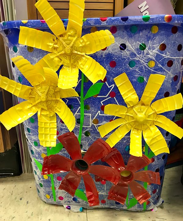 Recycling-Bin-Makeover-Plastic-Flowers