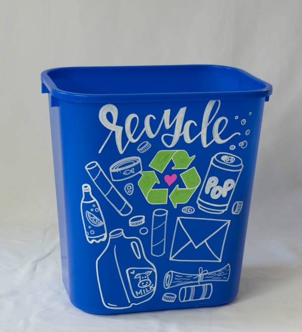 Recycling-Bin-Makeover-Paint-Pens