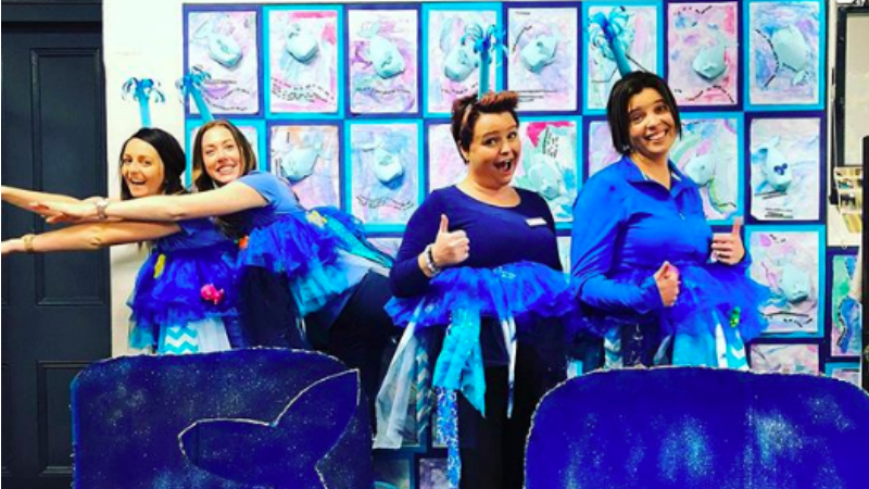 34 Times Teachers Dressed Up for Class and Impressed Us All