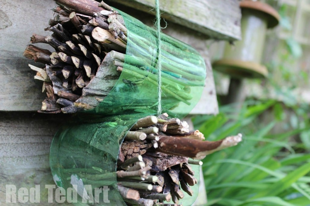 Simple Bug Hotel - these bug hotels make the perfect Garden Craft for young explorers and scientists this Spring and Summer. Easy to assembly (a great garden craft for toddlers too!) and great for observation and exploration. Get closer to nature this summer, with this wonderful and easy garden craft for kids!! Love Bugs. Love Bug Hotel DIYs!! #bugs #bughotel #spring #garden #crafts #steam