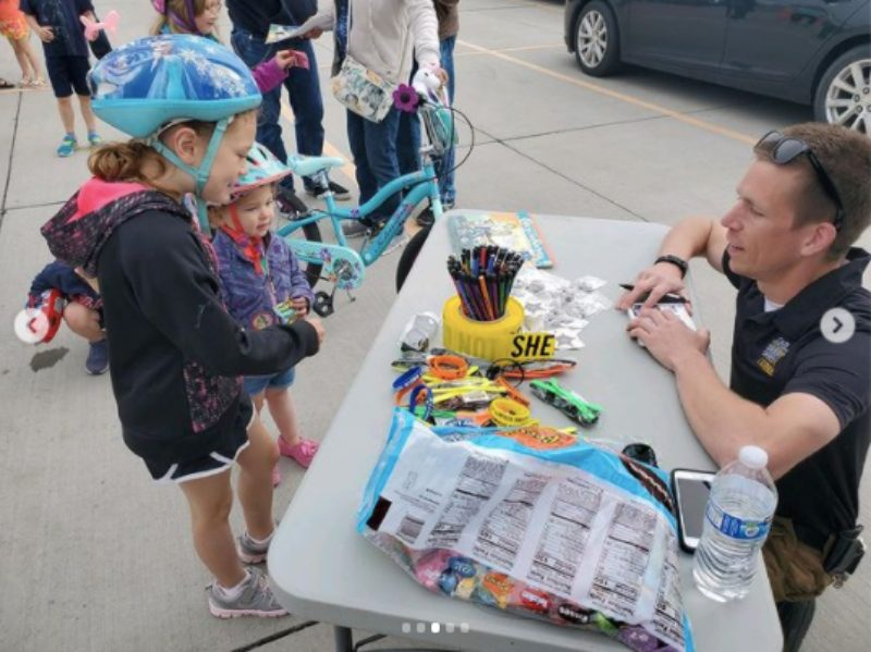 Children talking with police officer during St. Jude TrikeAThon