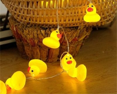 String light with rubber ducks.