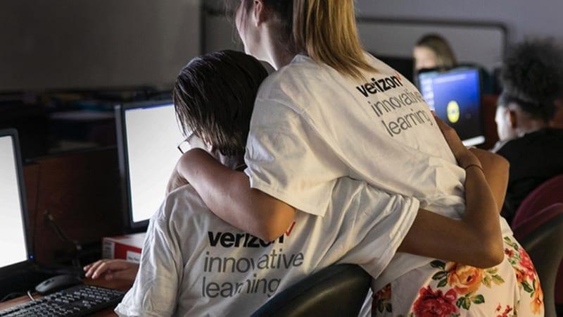 Verizon teens at computers.