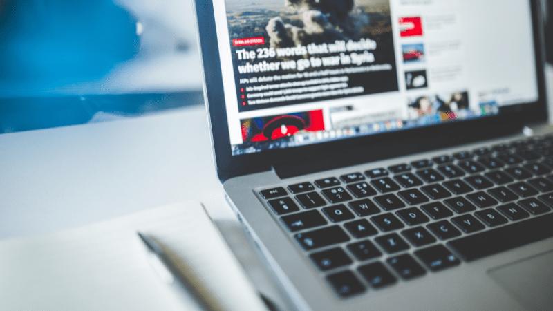 laptop displaying news website talking about war in Syria