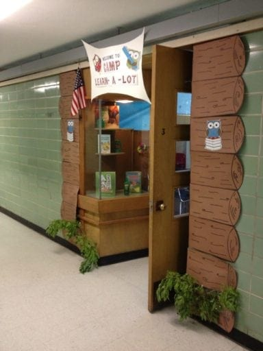 Log Cabin Door Decoration
