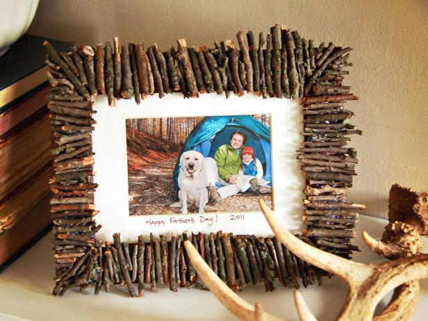 Rustic photo frame with photo and sticks.