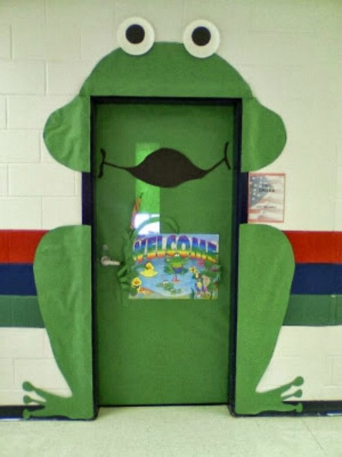 Door decoration of a frog