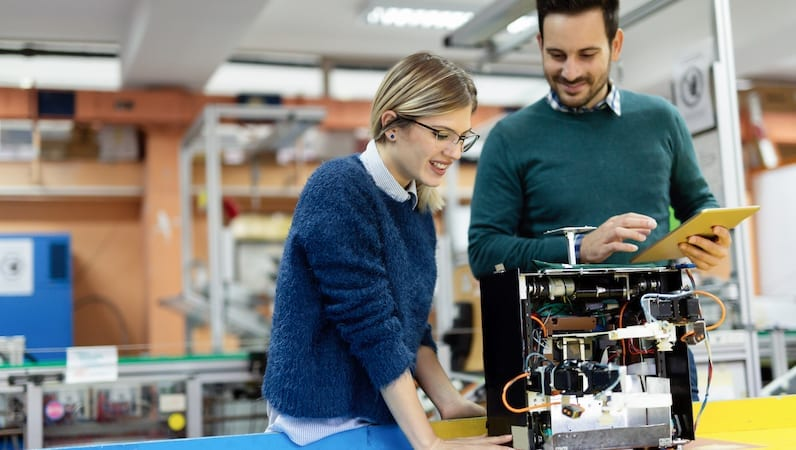 3 Ways Industry & Education Can Prepare Students for the Workforce