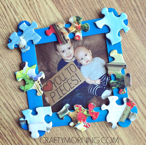 Photo frame with puzzle pieces -- father's day crafts for kids