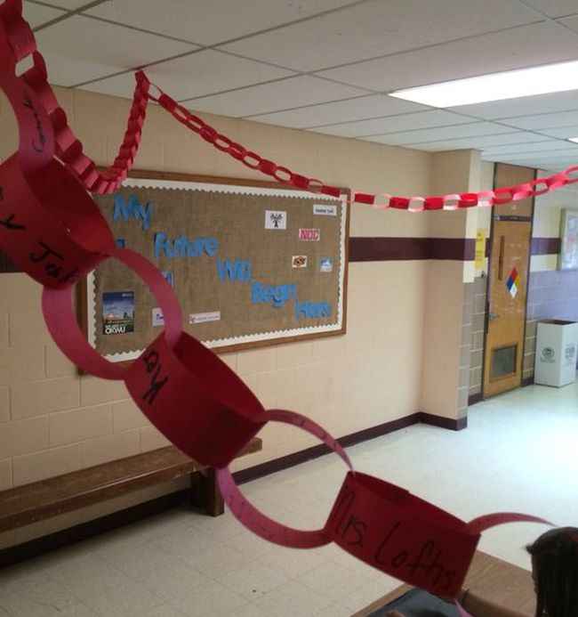 Red paper chain with students' names written on each link