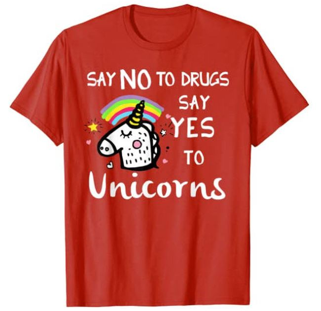 """Red t-shirt saying """"Say no to drugs, say yes to unicorns"""""""