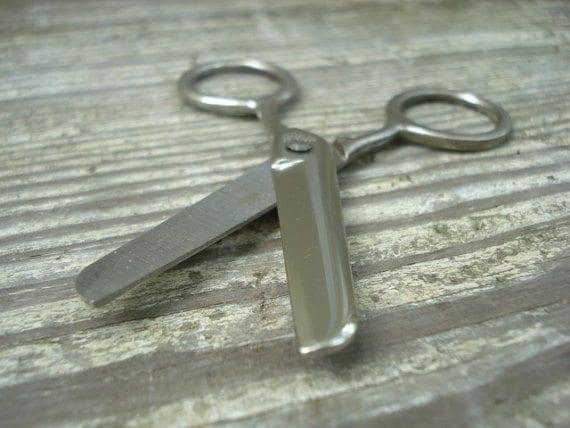 Retro_School_Supplies_Scissors