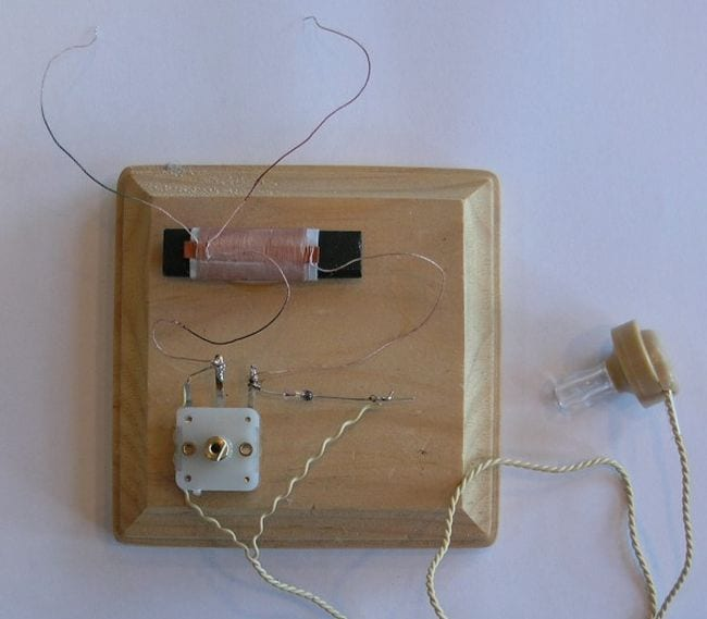 Homemade crystal radio set (Science Experiments for High School)