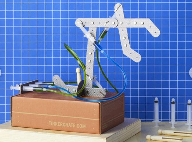 KiwiCo hydraulic claw kit (Science Experiments for High School)