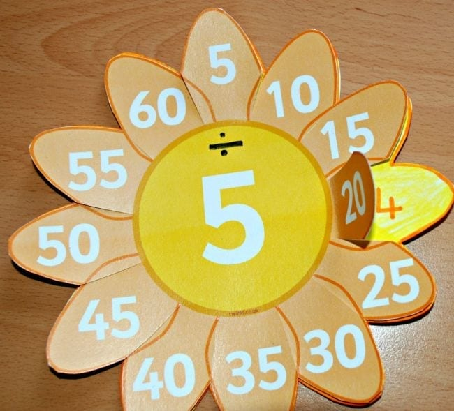 Paper flower with the number five in the middle and dividends on the petals